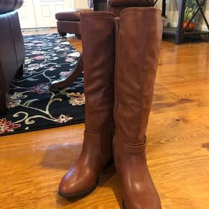 6.5 NWOT Rampage boots